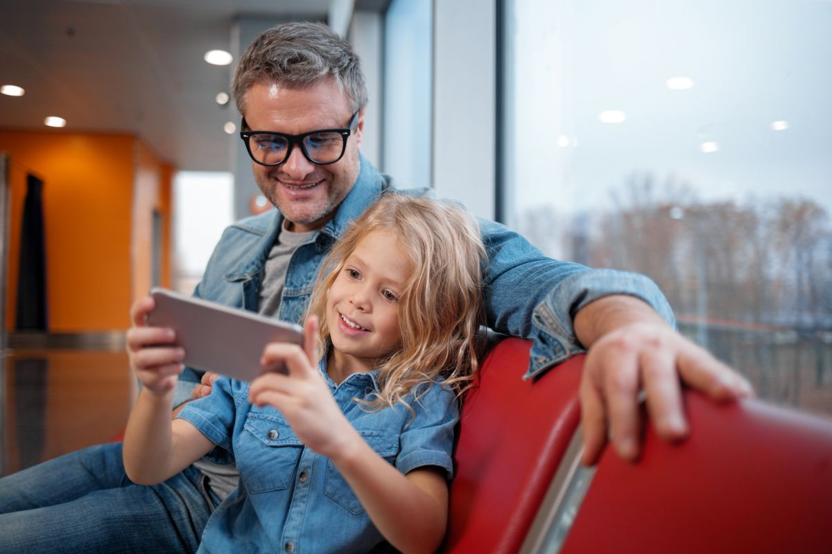 How to Find the Right Cell Phone Plan for Your Kids