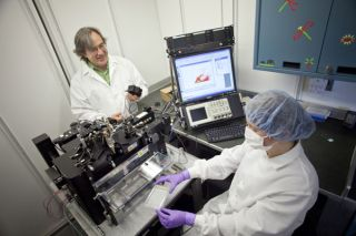 Cell sorting device, carbon capturing bacteria in the deep ocean