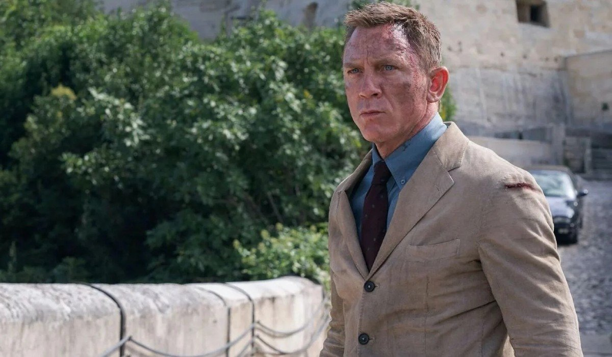 No Time To Die Daniel Craig scuffed up on the bridge