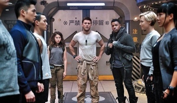 Pacific Rim Uprising Cailee Spaeny Scott Eastwood John Boyega standing in front of the young recruit