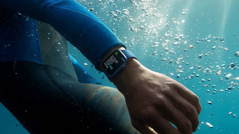 Apple Watch Series 7 underwater