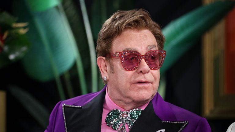 2020年2月09日,在加州洛杉矶,埃尔顿·约翰艾滋病基金会奥斯卡颁奖典礼观看派对上,埃尔顿·约翰在IMDb直播现场发表演讲。