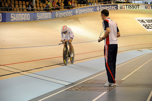 Paul Manning keeps time for Wendy Houvenaghel, UCI Track Cycling World Championships 2010, women's individual pursuit qualifying