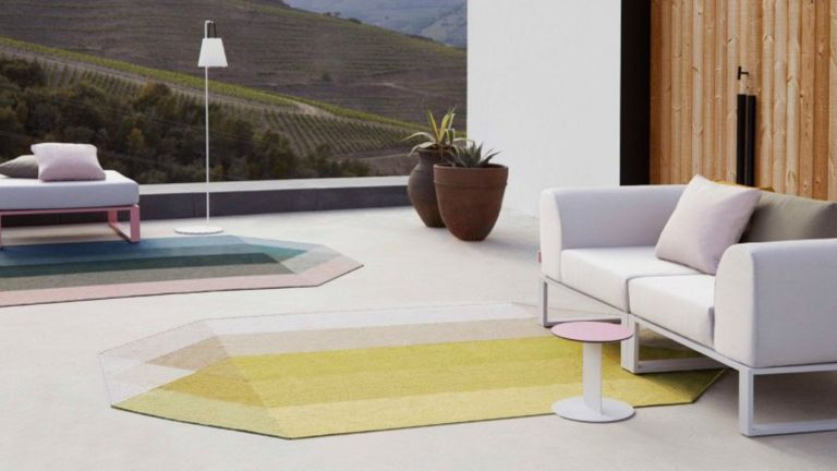 A multicoloured diamond-shaped outdoor rug on a contemporary terrace