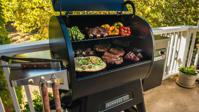 Best barbecue BBQ grill 2021 Traeger Pro 575