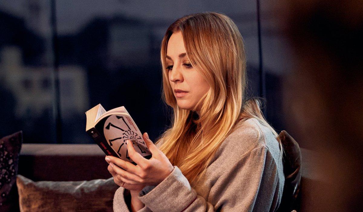 the flight attendant cassie reading alex's book