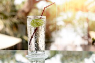 Is Sparkling Water As Healthy As Regular Water? | Live Science