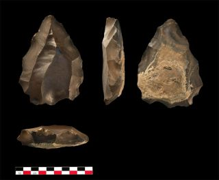 stone artifacts found in Oman were likely made by striking flakes off flint