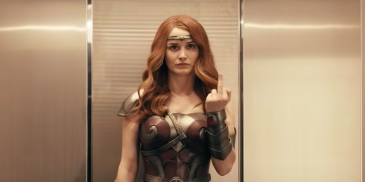 queen maeve sticking middle finger the boys season 2