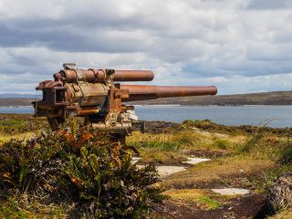 A corroding, rusty artillery cannon left over from the Falklands War.