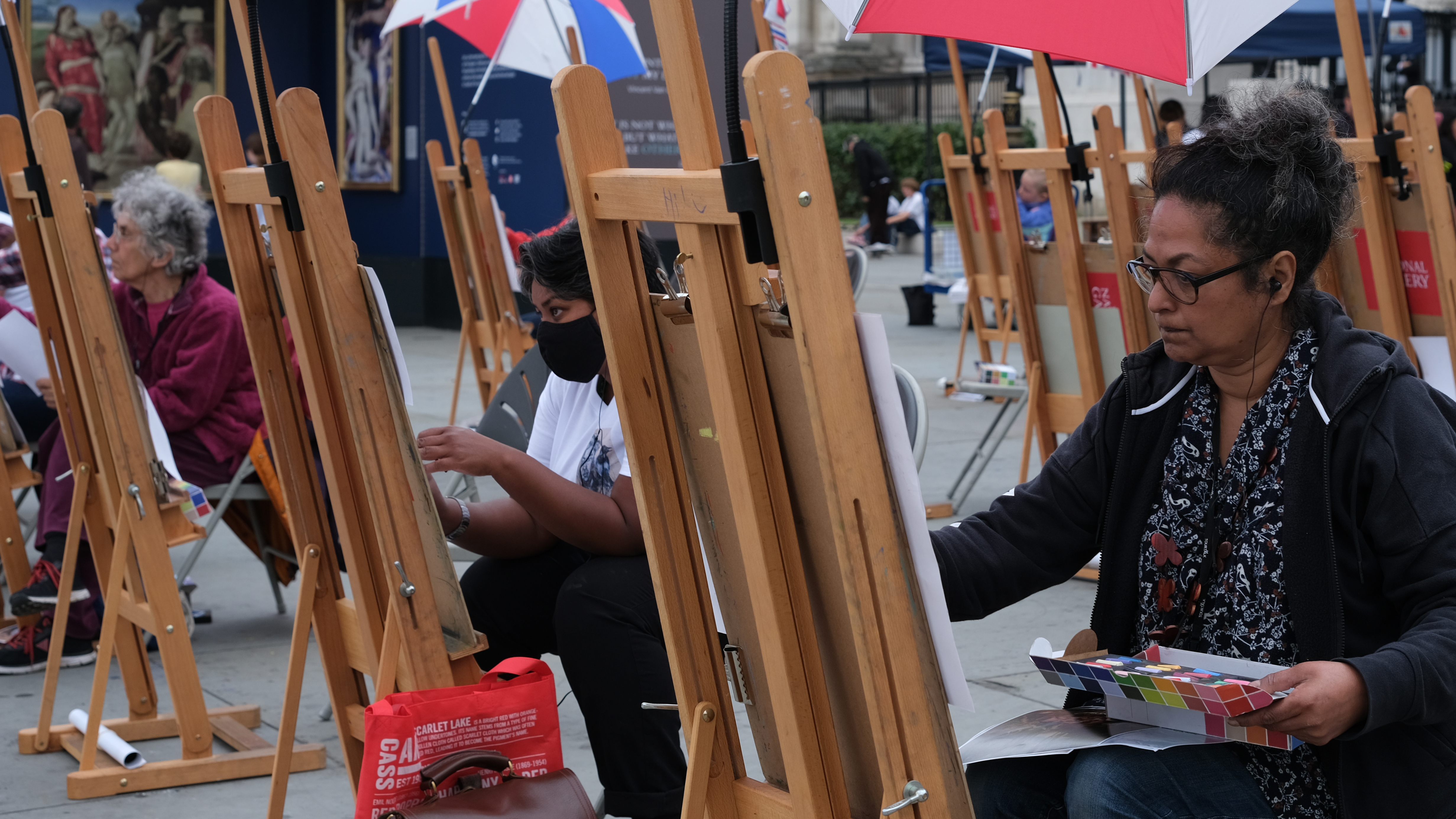 Some painters in London's Trafalgar Square shot with the Fujifilm XF33mm f/1.4 lens