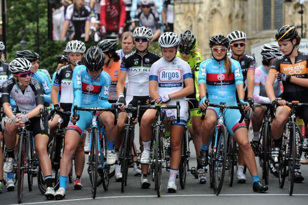 Women start, British circuit race national championships 2013
