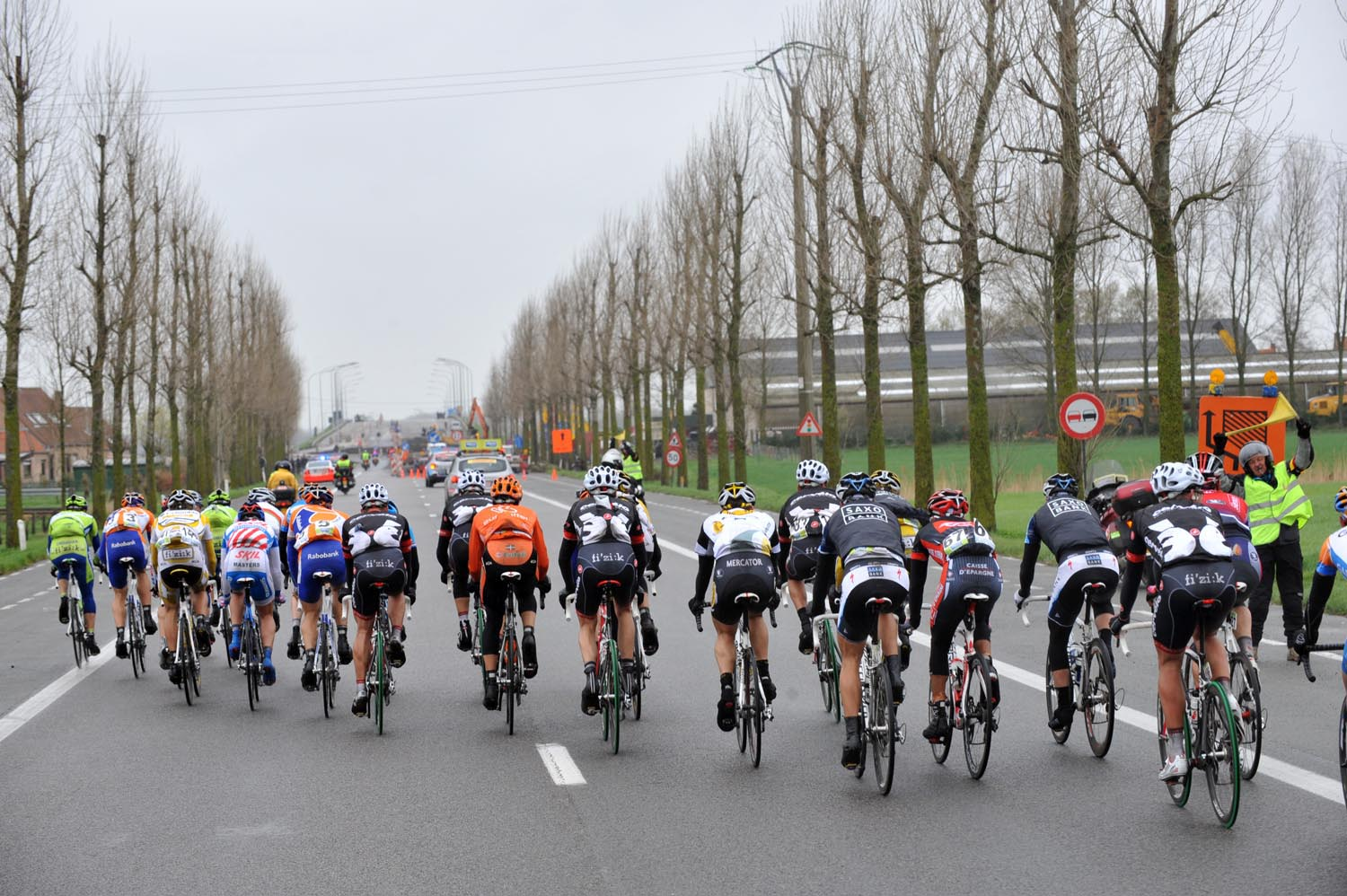 Lead break in Ghent Wevelgem echelon across the road