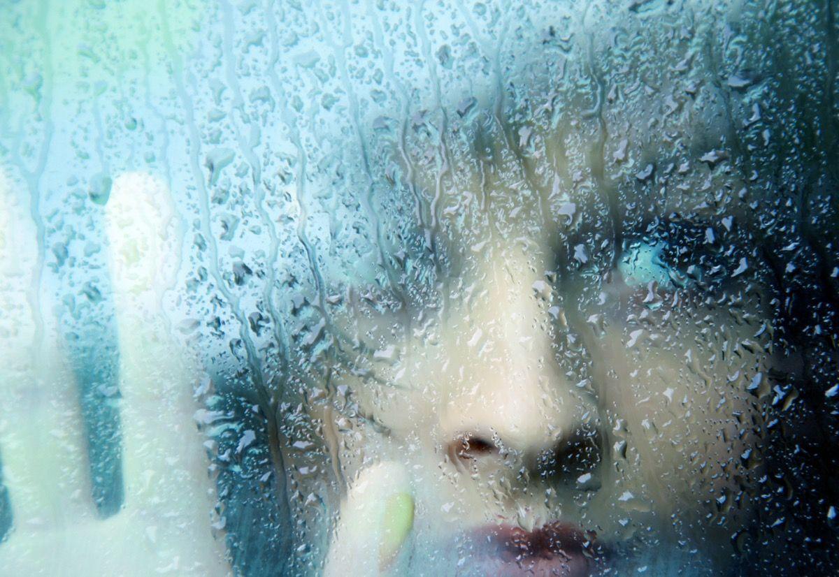 Картинки дождь за окном и девушка, анимация