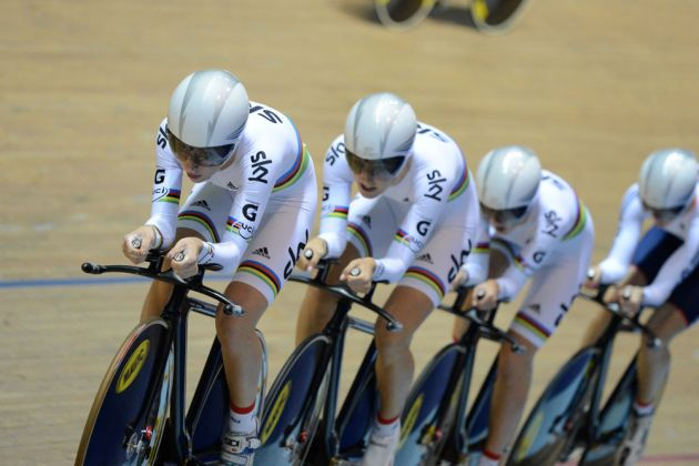 Laura Trott on front of GB women's team pursuit, Track World Cup 2013-14, Manchester