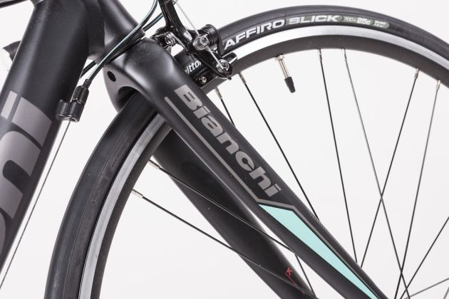 88e77e1a176 The brakes and the carbon fork on the Bianchi Via Nirone 7