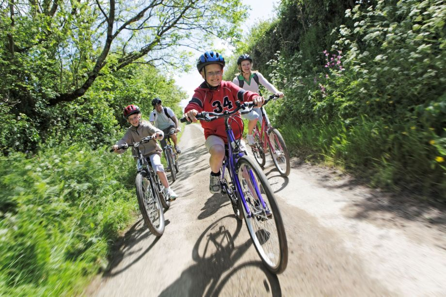 Family cycling: how to enjoy a bike ride with your kids ...