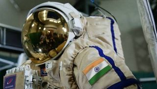 The Russian space agency Roscosmos is training four Indian astronauts for the indian Space Research Organisation.