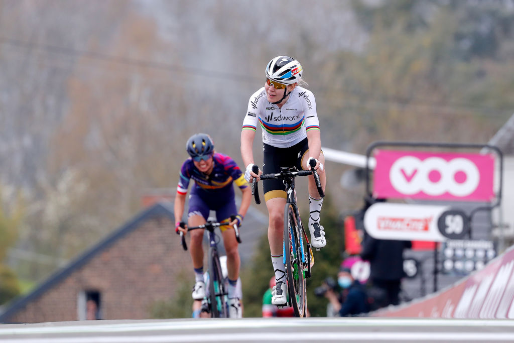 Anna van der Breggen (SD Worx) surged clear of Katarzyna Niewiadoma (Canyon-SRAM)