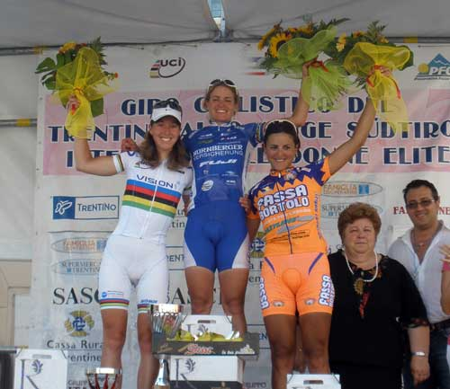 Nicole Cooke podium