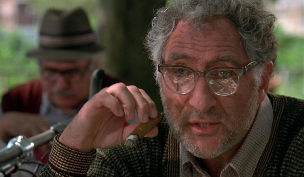 Independence Day Judd Hirsch with his cigar