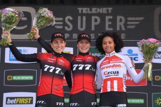 777's Yara Kastelijn took both the race victory – ahead of teammate Alice Maria Arzuffi and Corendon-Circus's Ceylin del Carmen Alvarado – and the Superprestige series lead in Gavere