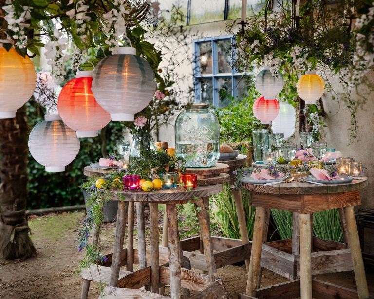 Garden party ideas with lanterns
