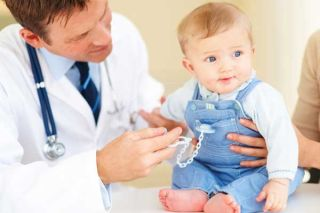 pediatrician-doctor-baby-101230-02