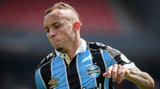 Tottenham S Chief Scout Has Watched Gremio Star Everton Soares Report Fourfourtwo