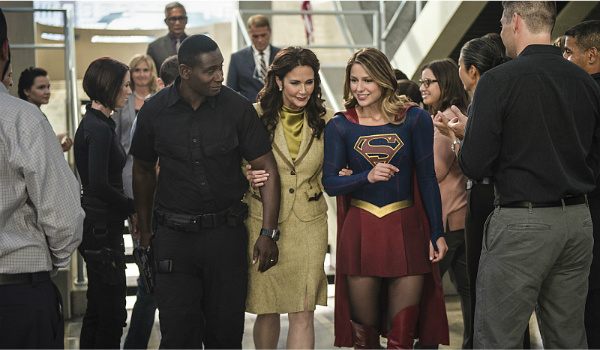 The president with j'onn and supergirl on supergirl