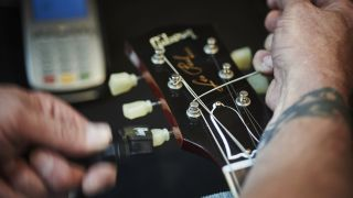 4 signs your guitar strings need replacing