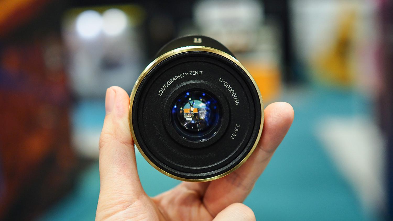 Lomography Lomogon 2.5/32 Art lens debuts at TPS