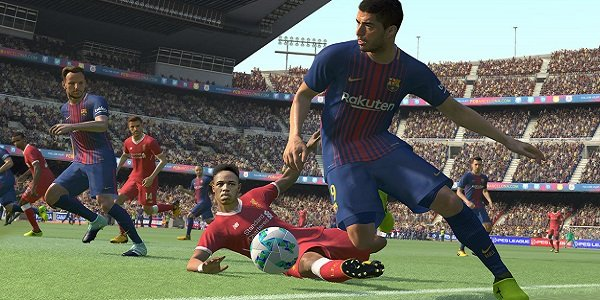 A player charges down the field in PES.