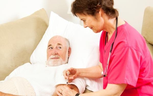 older-man-injection-11091302