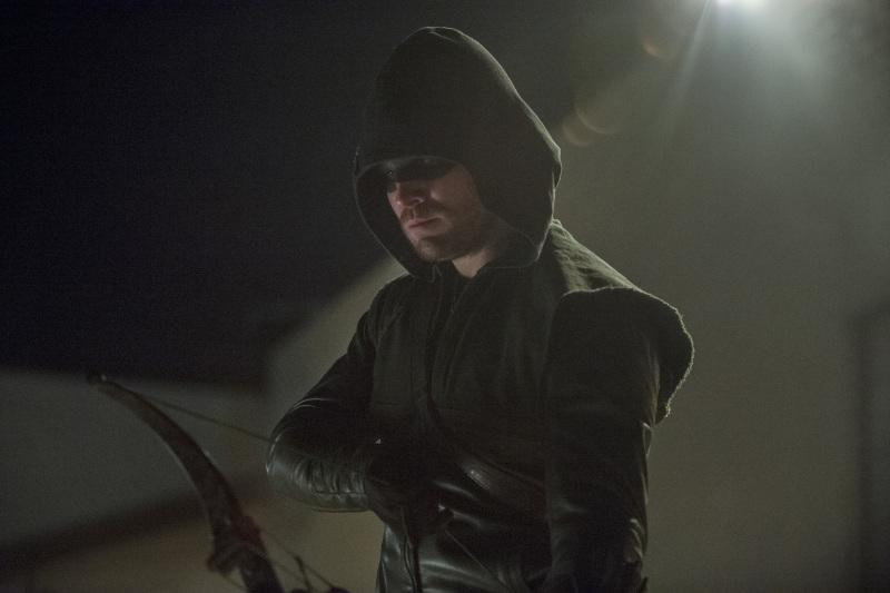Arrow 'Birds Of Prey' Photos And Episode Description Tease An 'Epic Battle' #30879