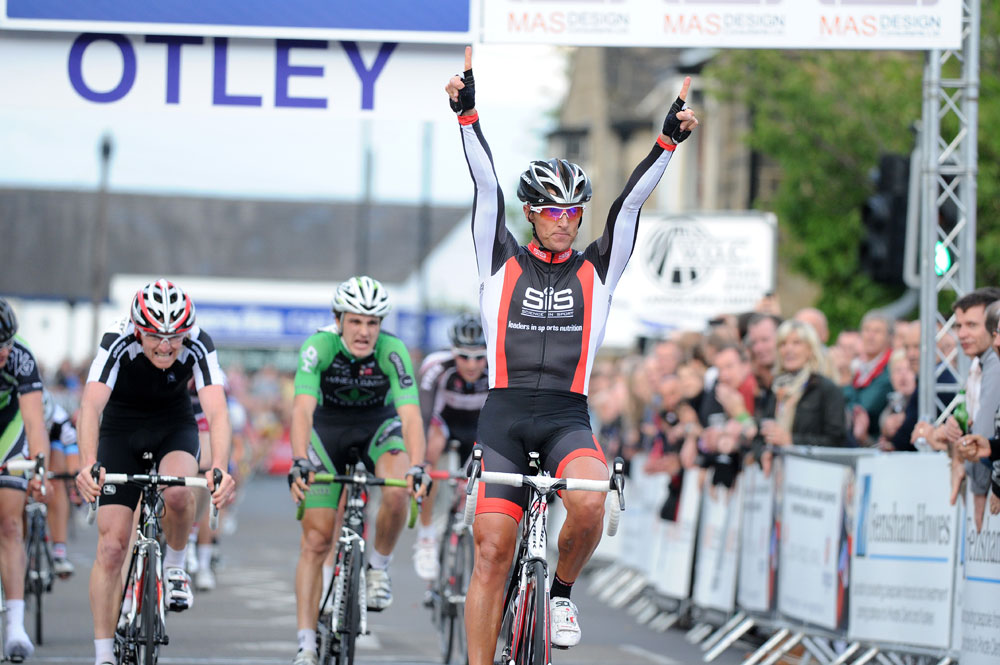 Gary Adamson, support race winner, Otley crit 2011