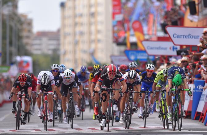 The bunch sprint at Magnus Cort Nielsen (Orica-BikeExchange) wins Vuelta a Espana stage 18