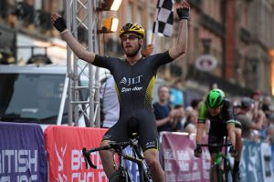 Chris Lawless and Eileen Roe crowned British circuit race champions (videos) f1bec69fc