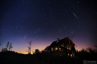 A Leonid meteor streaks over a New Jersey house in this amazing image by astrophotographer Jeffrey Berkes. The 2016 Leonid meteor shower will peak overnight on Nov. 16 and 17, 2016.