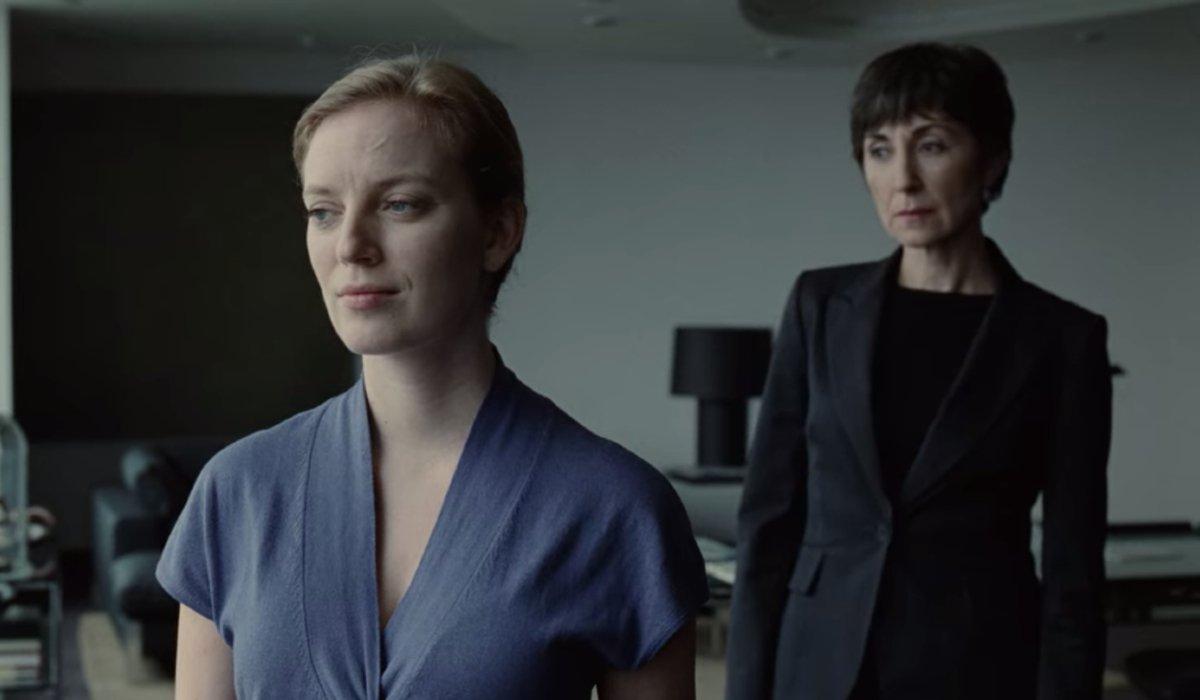 Splice Elsa and Joan meet in the office