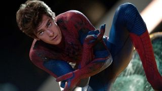 Peter Parker/Spider-Man (Andrew Garfield) looks ahead in The Amazing Spider-Man (2012)