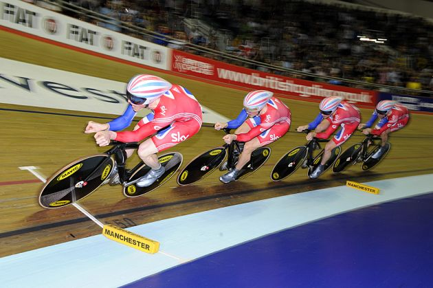 Ed Clancy on front, Britain wins team pursuit, Manchester Track World Cup 2011
