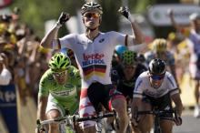 Andre Greipel (Lotto Belisol) sprints to win stage 6