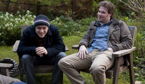 50/50 Joseph Gordon-Levitt and Seth Rogen sit outside, and have a laugh