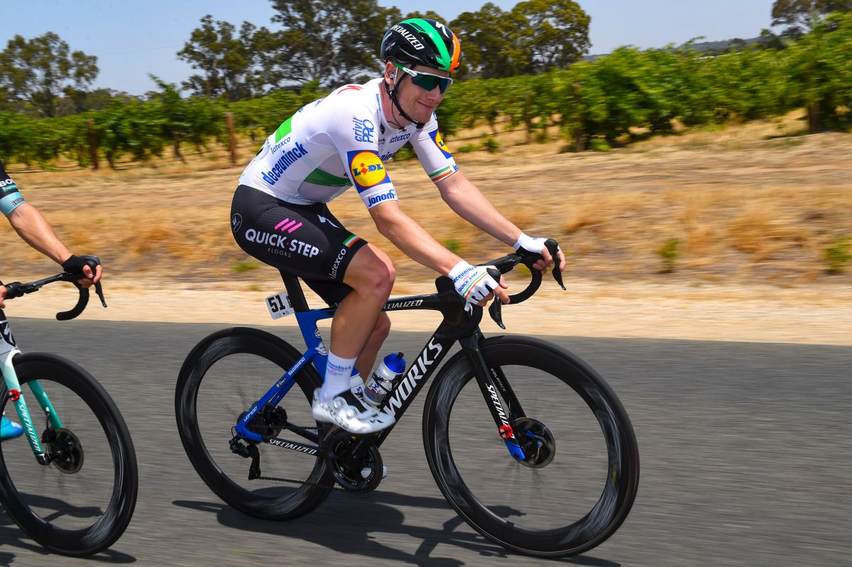 Bennett takes Tour Down Under opening stage