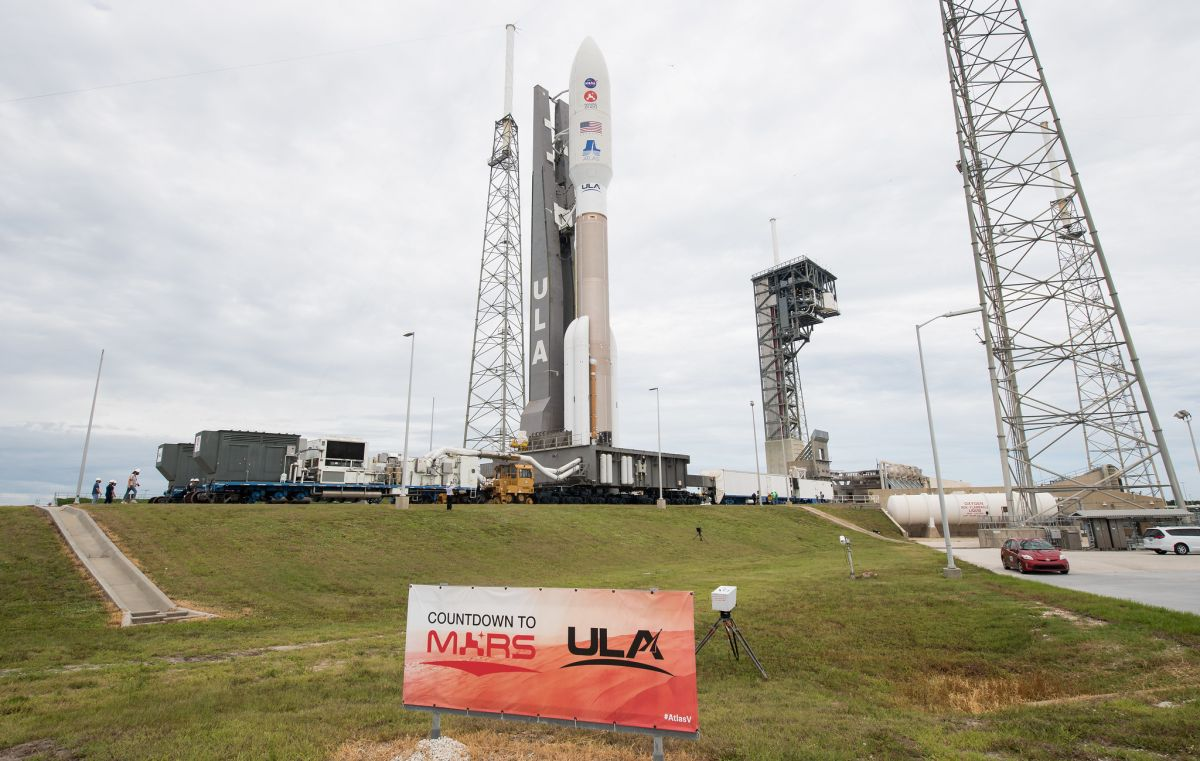 NASA's next Mars rover rolls out to launch pad atop Atlas V rocket