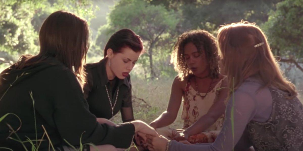 Neve Campbell, Fairuza Balk, Rachel True, and Robin Tunney in The Craft
