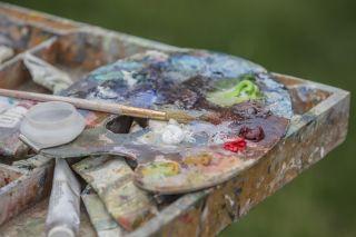 paint palette with oil paints on it - best oil paint