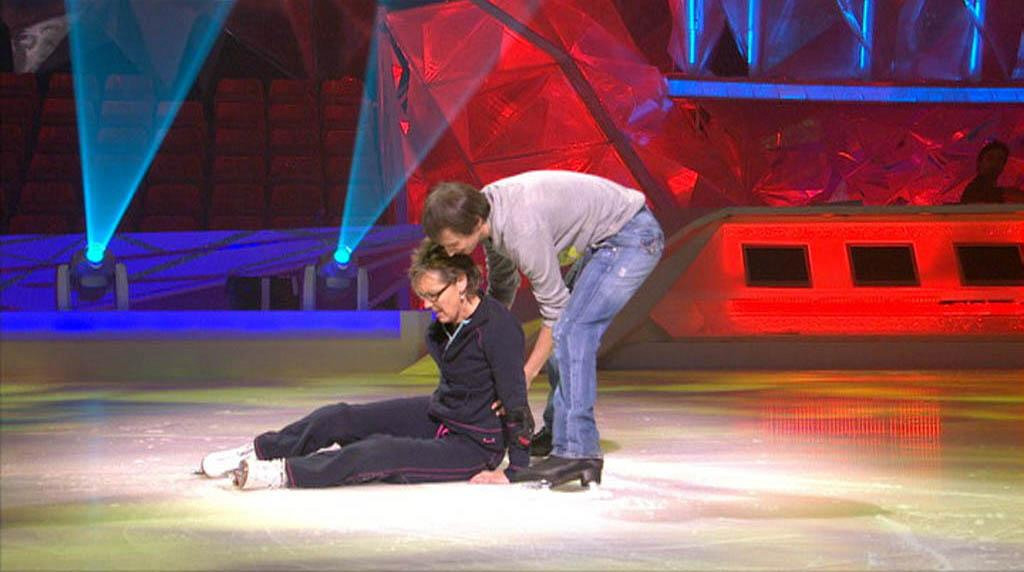 Dancing On Ice: Aggie takes a tumble