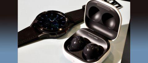 Los nuevos Samsung Galaxy Buds 2 junto al Watch 4